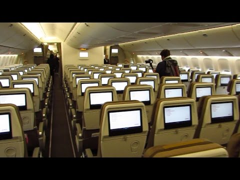 American Airlines Boeing 777-300 Business Class Seat - YouTube