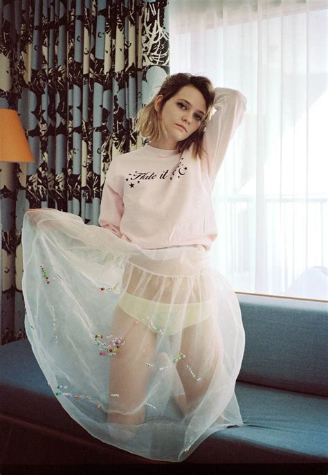cherry glazerr's clementine creevy gets a me & you