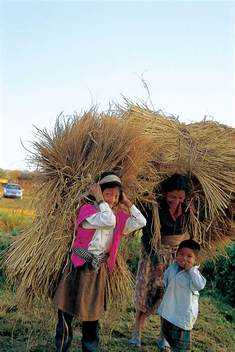 Photo Essay: A Mother and Her Children in Nepal | Daisaku