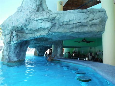 the cave like pool bar - Picture of Iberostar Paraiso Maya